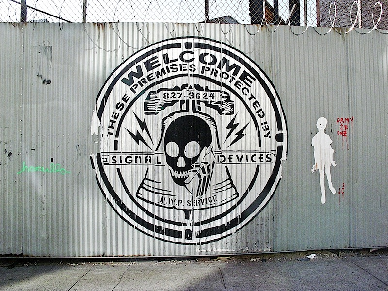skullphone_street_art.jpg