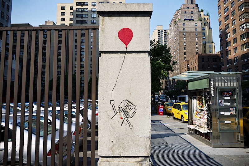 a_robot_with_a_balloon_street_art.jpg
