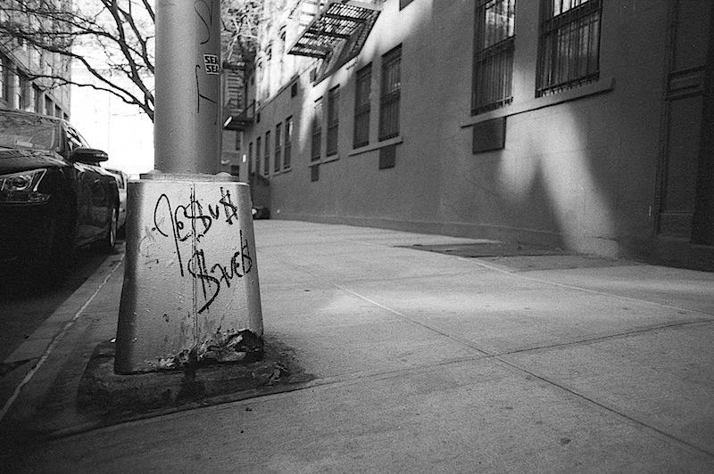 jesus_saves_graffiti_street_art_photo_shot_in_nyc.jpg